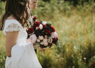 Kõue mõis, kaumanor, mõisapulm, pulmad eestis, hannele ja ardo, lilleseaded, florist, pulmakorraldus, pulmakorraldaja, peokohad, mõis, mõisad, suvepulm, purpurpulm, altar, abielu, pruut, sandra palm, globeflower