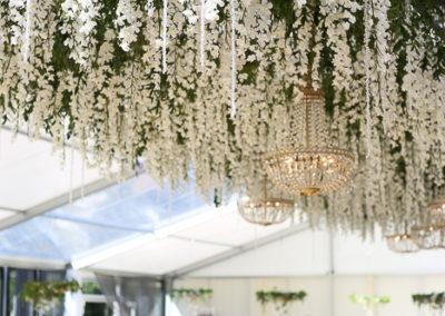 telgipulm, pulmapäev, lühtrid, luksuslik pulm, pulmad eestis, pulmakorraldus, pulmakorraldaja, dekoreerimine, dekoraator, dekoratsioonid, tantsupõranda lagi, orhideed, abielu, abiellumine, peokohad